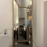Theatre mirror